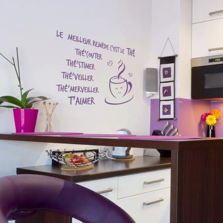 """Sticker Mural dans une cuisine """"Le Meilleur Remède pour Aimer"""""""